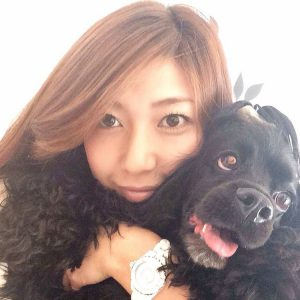 アリエルと岡田代表の写真